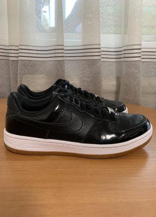 Чёрные кроссовки кожаные от nike