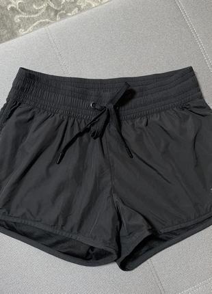 Женские спортивные шорты от h&m. размер 36