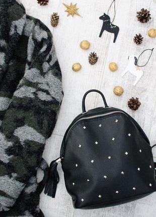 Рюкзак черный качественный кожаный с клепками / цвет любой / сумка портфель