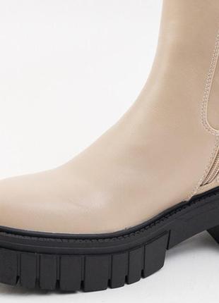 Бежеві жіночі черевики