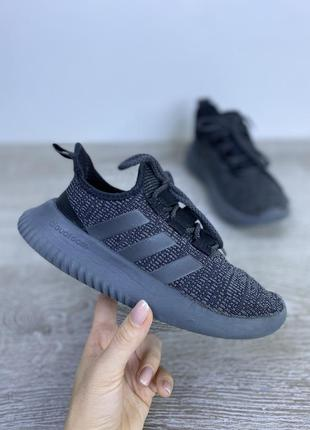 Легкие и комфортные кроссовки adidas
