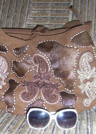 Вышитая замшевая сумка с натуральным мехом