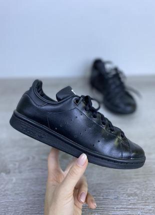 Базовые стильные кроссовки adidas stan smith