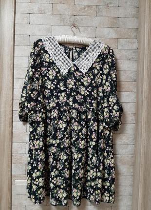 Ярусное платье с  ажурным воротничком