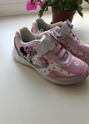 Новые фирменные кроссовки на девочку на липучке