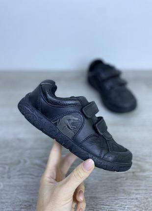 Качественные базовые кроссовки на липучках!  clarks