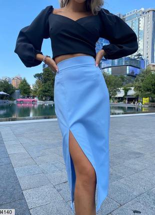 Приталенная юбка миди на высокой посадке с разрезом