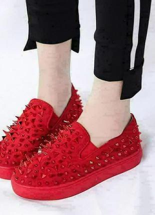 Слипоны с шипами, мокасины, дизайнерские кроссовки