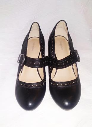 Женские туфли из экокожи