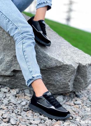 Кроссовки из натуральной кожи с замшевыми вставками