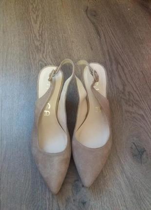 Элегантные замшевые туфли-босоножки от unisa стан нових