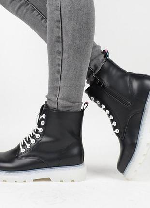 Демисезонные женские ботинки на флисе.