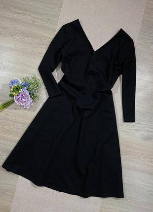 Брендовое шикарное плотное платье в составе вискоза.