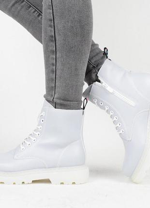 Демисезонные женские ботинки на флисе