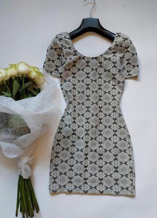 Фактурное платье на миниатюрную девушку в обтяжку