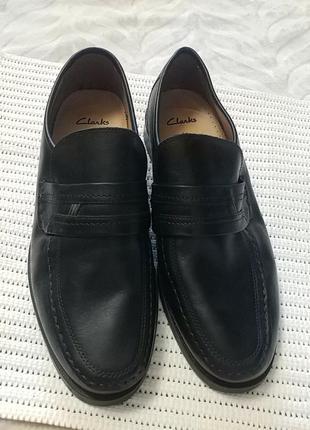 Классные мужские туфли clarks