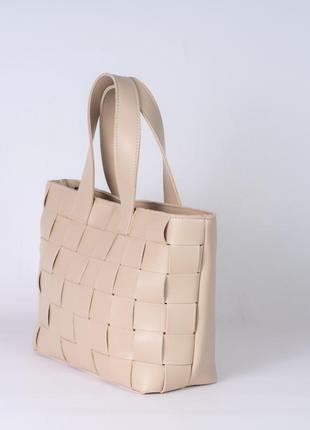 Бежевая плетеная сумочка шоппер корзина с ручками мягкая модная популярная женская сумка