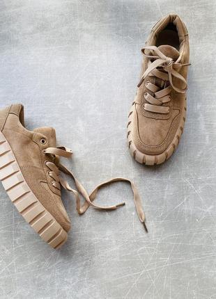 Стильные бежевые кроссовки/в наличии /наложка 120