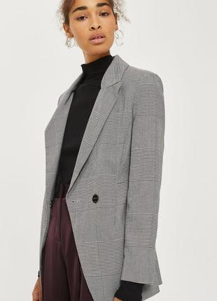 Стильный клетчатый пиджак жакет