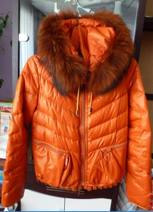 Теплая куртка с опушкой из натурального меха