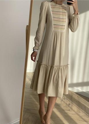 Платье в стиле бохо/ удлиненное платье беж с вышивкой