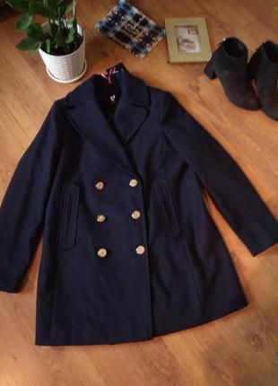 Актуальное двубортное пальто