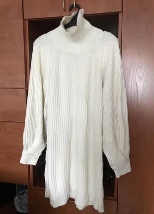 Крутое тёплое объемное платье оверсайз вязаное миди под горло