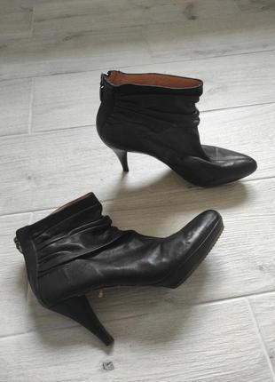 Кожаные ботинки. испания