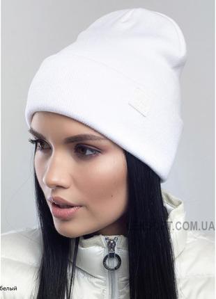 Стильна м'якенька біла шапка зима