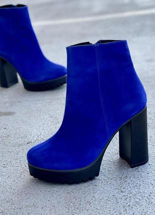 Синие ботинки на каблуке из натуральной замши демисезон