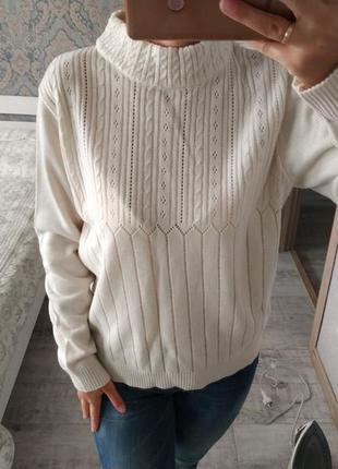 Милый нежный кремовый свитер с актуальным воротником