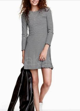 Крутое платье в рубчик в полоску  размер s