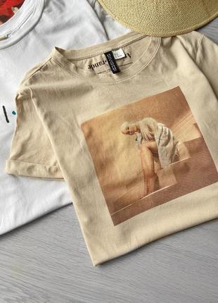 Стильная яркая футболка h&m ariana grande
