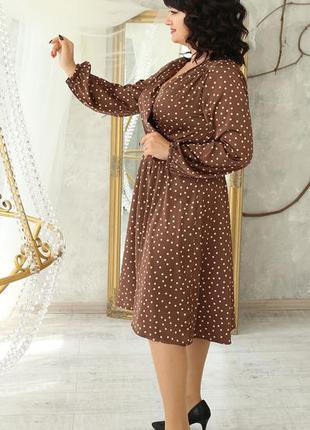 Жіноча сукня в горох