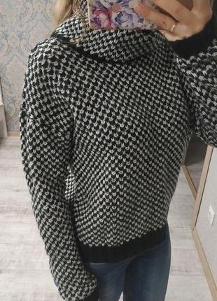 Стильный теплый приятный мягкий свитер под горло