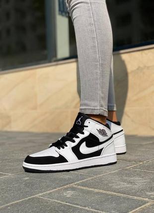 Стильные женские кроссовки демисезонные высокие nike air jordan кожаные найк кросівки