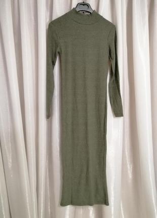 Длинное платье стрейч  по фигуре в рубчик