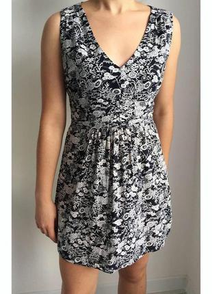 Платье цветочное, плаття, сукня чорна з білим, легкое летнее платье, платье с вырезом.