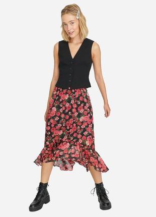 Юбка с ярким цветочным принтом на лето