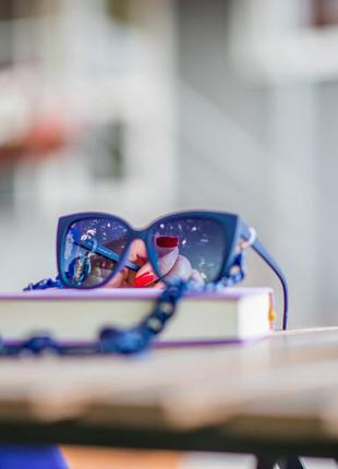 Женские солнцезащитные очки с поляризацией классические в синей матовой оправе