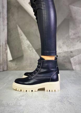 Стильные кожаные ботинки челси