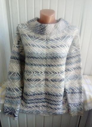 Мягкий пушистый свитер джемпер