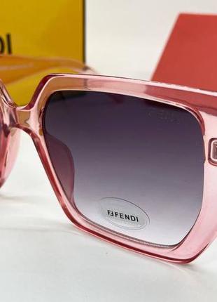 Женские солнцезащитные очки в розовой прозрачной оправе линзы с градиентом