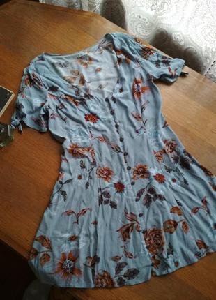Легка актуальна сукня на ґудзиках, сарафан в квітковий принт