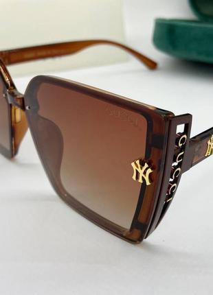 Женские солнцезащитные очки коричневые в пластиковой оправе с поляризованными линзами