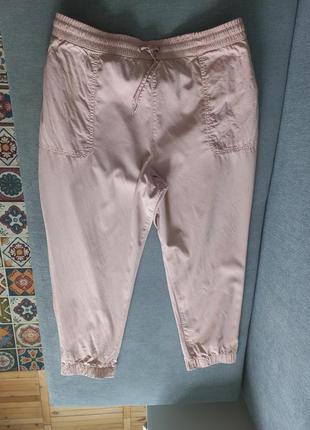 Шикарные пудровые джинсы джогеры