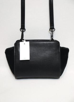 """Чудесная новая сумочка с меховыми """"ушками"""" кроссбоди через плечо от бренда befree"""