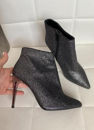 Ботильоны серебрянные ботинки на шпильке с острым носком