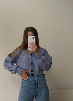 Вязанные кардиганы 💗 • материал: плотная машинная вязка • размер единый 42/44 • цвета: пудра, белый, синий, сирень • длина: 40 см