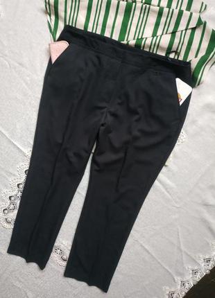 Базовые черные брюки с боковыми карманами